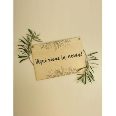 Cartel boda ¡Aquí viene la novia! madera