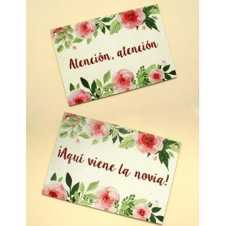 Pack carteles de boda ¡Atención atención! ¡Aquí viene la novia! con rosas
